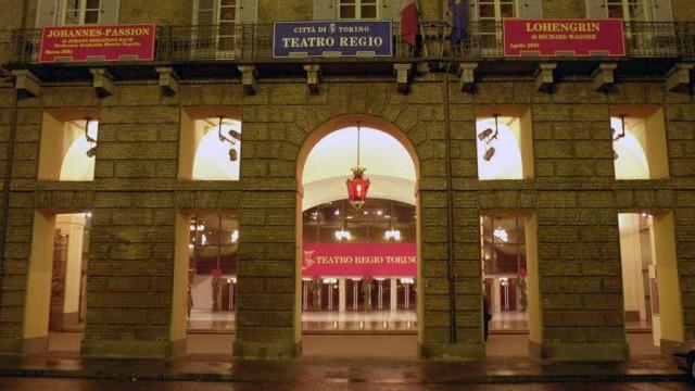 Coristas ficam feridos em queda de teto de teatro na Itália