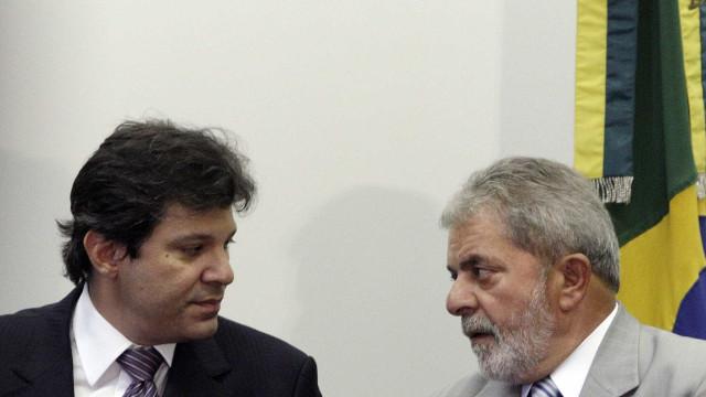 Viagra deve mudar de cor para homenagear 'tesão' de Lula, diz Haddad
