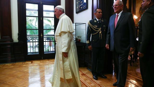 No Peru, Papa critica 'vírus' da corrupção na América Latina