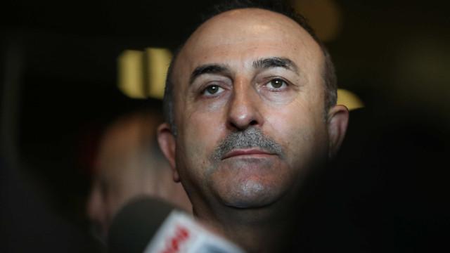 Turquia ataca por terra e ar zonas curdas no norte da Síria