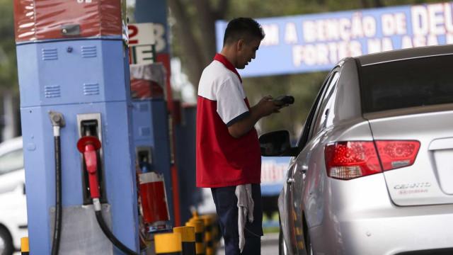 Gasolina sobe 19,5% em seis meses e já beira os R$ 5