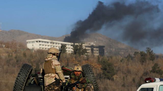 Afeganistão confirma 18 mortes em ataque a hotel em Cabul