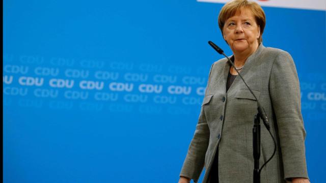Social-democratas aprovam princípio de coalizão com Merkel