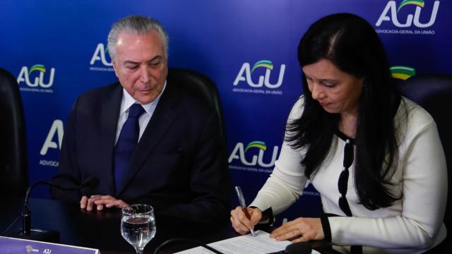 Temer cobra postura mais ativa da AGU em reunião com ministros