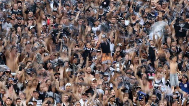 Jadson tem boa atuação, Corinthians goleia e vence a primeira em 2018