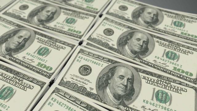 Dólar chega a R$ 3,41 com risco de conflito na Síria; Bolsa sobe