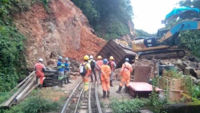 Trem é atingido por deslizamento de terra no Paraná