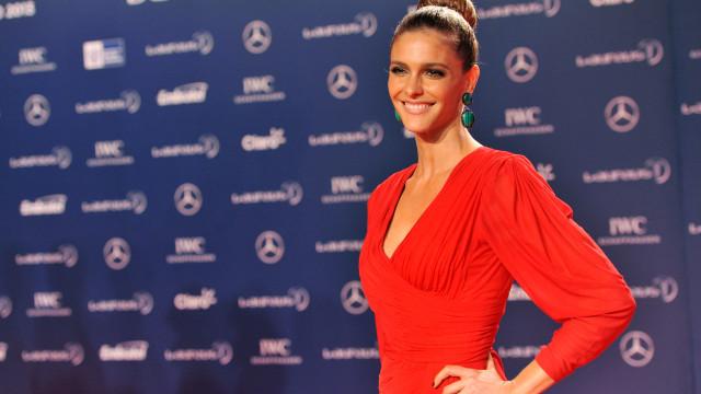 Fernanda Lima posa com filhos gêmeos e gera debate entre fãs