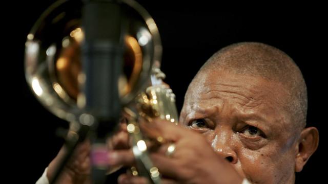 Músico Hugh Masekela morre aos 78 anos