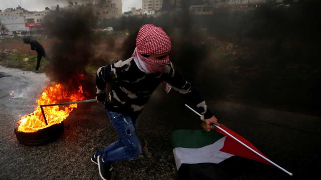 Visita de Mike Pence a Israel causa greve de palestinos