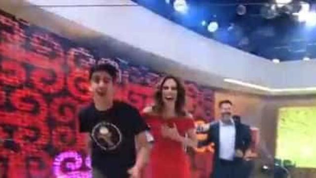 Ana Furtado leva pancada de Marcelo Adnet ao vivo no 'Encontro'; veja