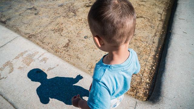 Mãe abandona filho de 3 anos após surto no ES: 'Cuida dele'