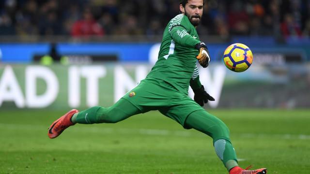 Clube inglês sonda Alisson e Roma dá preço: R$ 280 milhões