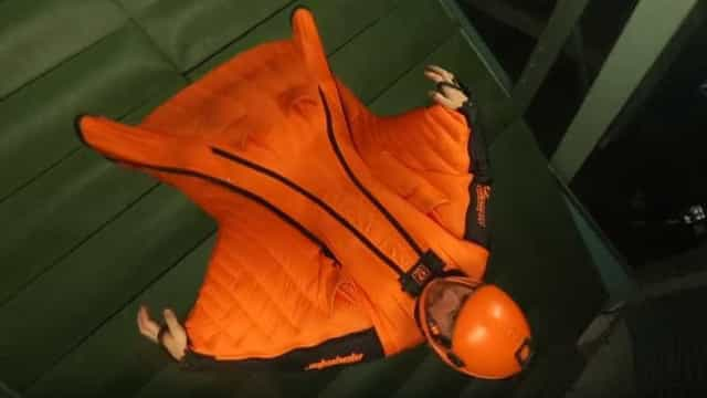 Atleta bate recorde mundial ao voar com wingsuit durante 6 horas e meia