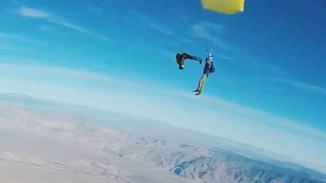 Amigos fazem skydive duplo impressionante nos EUA