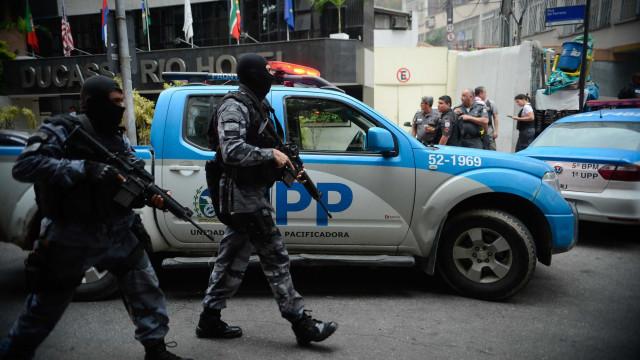 Policiais de UPP trocam tiros com criminosos no Morro do Salgueiro