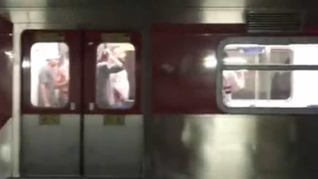 Palmeirenses e são-paulinos trocam socos dentro de trem em SP; vídeo
