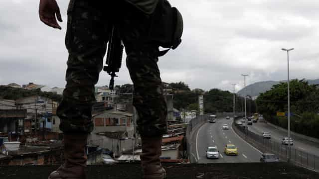 Intervenção no Rio: Forças Armadas seguem operação na Praça Seca