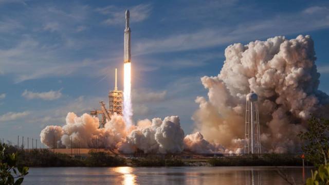 Elon Musk: SpaceX lançará mais foguetes que qualquer outro país em 2018