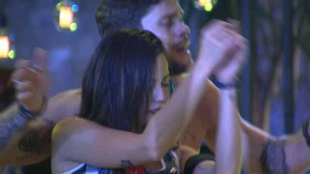 Breno tenta ficar com Paula após romance com Ana Clara e Jaqueline