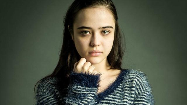 Atriz fala sobre personagem vítima de pedofilia e faz alerta na web