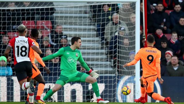 Com show de Firmino, Liverpool vence e encosta na 2ª posição do Inglês
