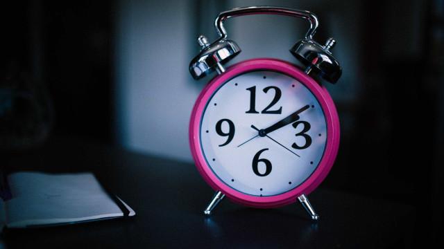 Pessoas mais inteligentes têm mais dificuldade em acordar cedo