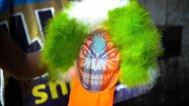 Bate-bola agride policial durante bloco de carnaval na Lapa