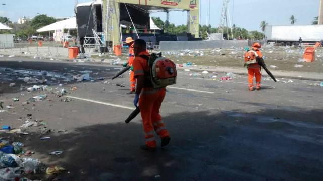 Prefeitura do Rio recolhe 486 toneladas de lixo pela da cidade