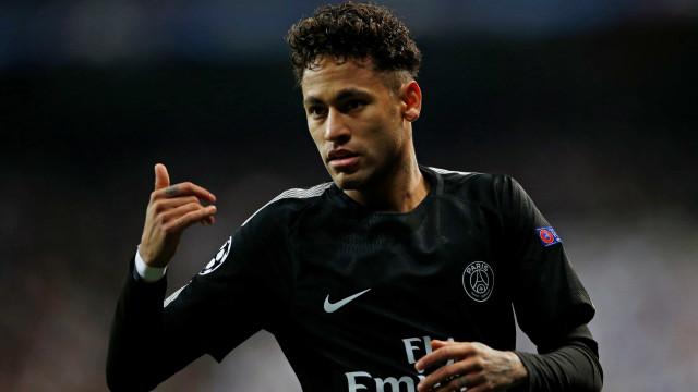 'Neymar não está no nível de Messi e de Ronaldinho', diz jornal catalão