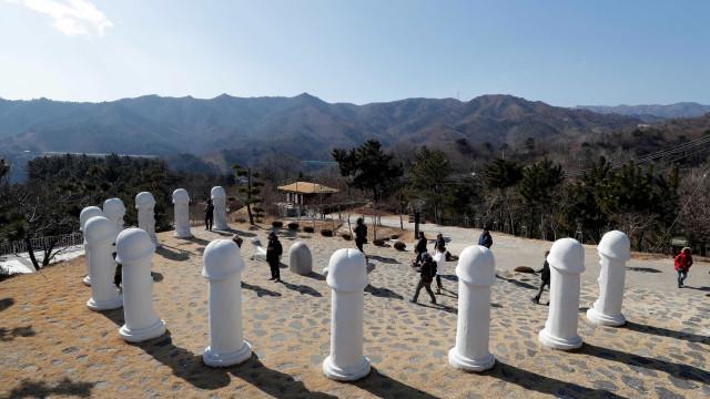 'Parque do Pênis' vira atração turística em Jogos de Inverno