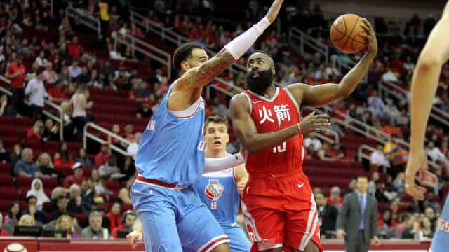 Rockets supera Kings, vence a décima seguida e assume a ponta