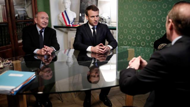 Emmanuel Macron fecha sala de imprensa para 'reduzir pressão'