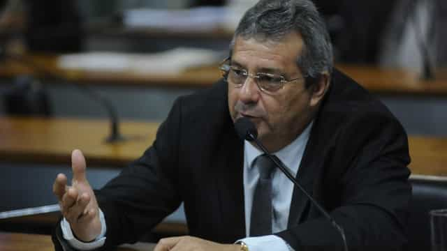 Deputados abastecem em posto de colega com verba da Câmara