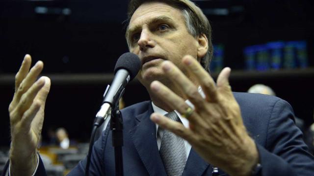 Bolsonaro diz que apoia caminhoneiros, mas critica bloqueios de vias