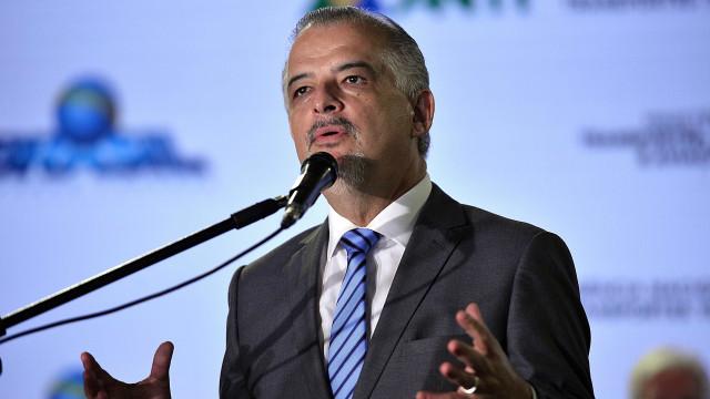 Governador de São Paulo suspende pagamento a fornecedores