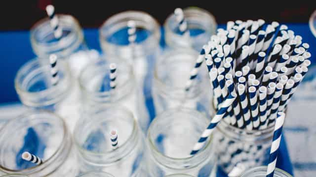 Pressão ecológica faz surgir opção ao canudo de plástico
