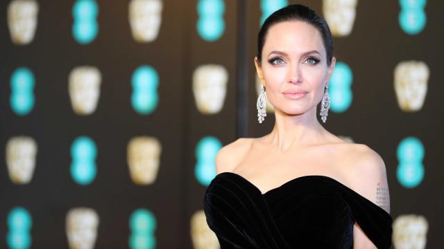 AngelinaJolie está namorando com sósiade Brad Pitt