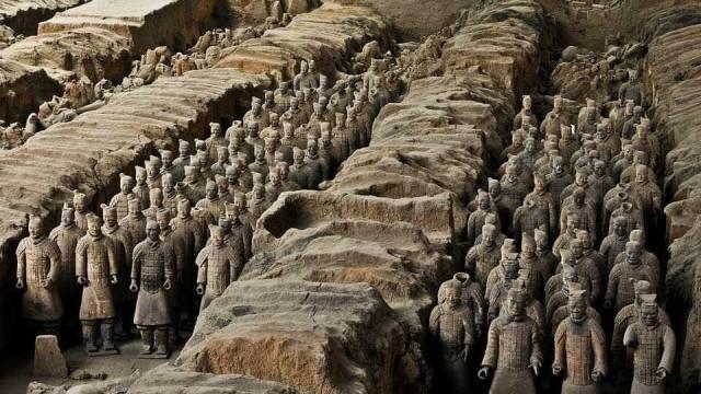 China exige punição para americano que quebrou relíquia durante selfie