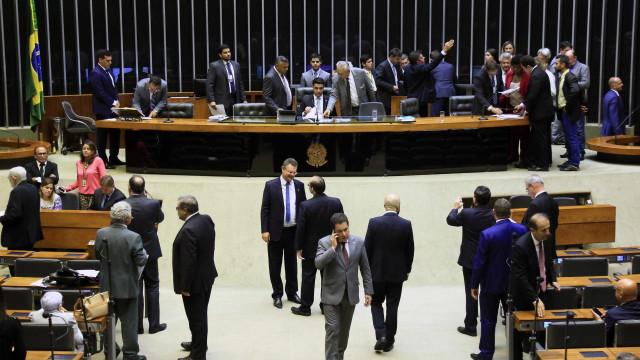 Relatora de projeto quer que militares tenham poder de polícia no Rio