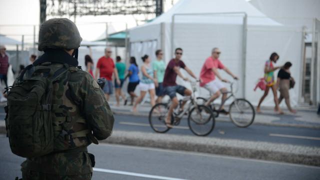 Exército faz operação na Comunidade Kelson's na Zona Norte do Rio