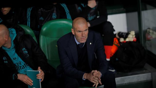 Zidane rebate especulações e diz que 'vai lutar' para ficar no Real