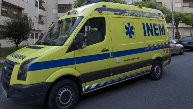Três jovens esfaqueados junto a escola em Lisboa