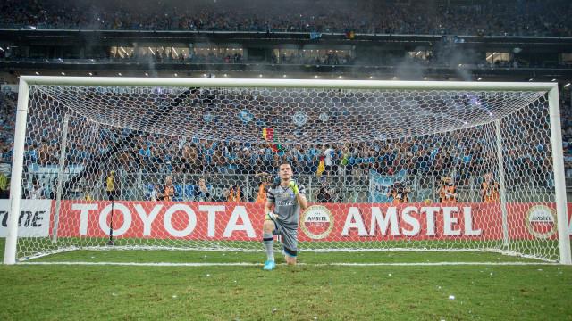 Grohe brilha, Grêmio vence Independiente nos pênaltis e leva a Recopa