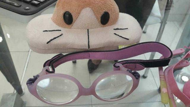 Óculos especiais para tratar doença rara de bebê são furtados