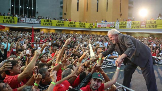 Pela primeira vez, defesa de Lula pede ao STF prisão domiciliar
