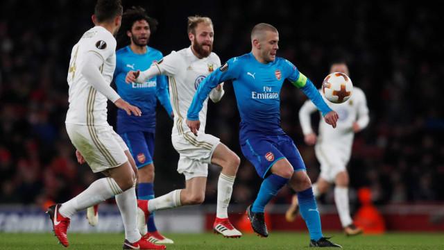Arsenal perde em casa, mas avança na Liga Europa; Milan também passa