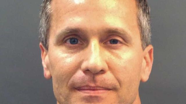 Governador é indiciado por tirar 'nude' e tentar chantagear amante