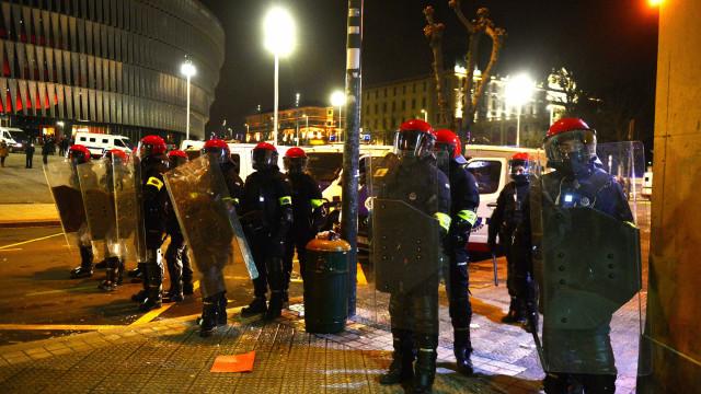 Veja imagens do confronto entre hooligans russos e espanhóis