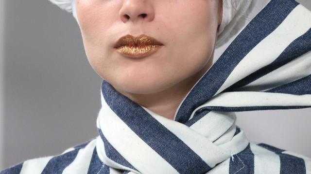 Glitter na testa e boca dourada: tendências londrinhas para ousar